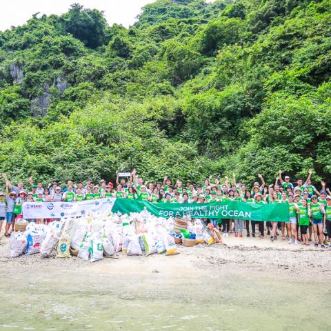 halong bay clean up bhaya cruise